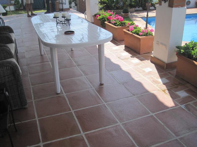 Proyectos r sticos lobillo for Baldosas para terraza baratas